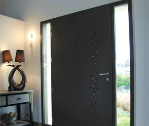 faire changer sa porte d 39 entr e ou de garage pr s de. Black Bedroom Furniture Sets. Home Design Ideas